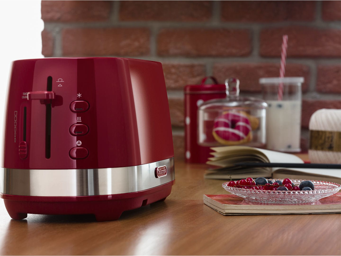 8004399762176 DeLonghi Active Line CTLA2103.R toaster 2 slice(s) Red 900 W DeLon